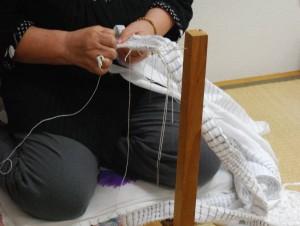 Réalisation de noeuds de shibori