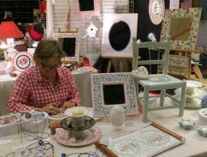 Odile Mahé et ses oeuvres en mosaïque venue tout droit de La petite boutique à Besançon