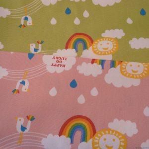 Tissus enfants arcs-en-ciel et nuages, en version rose et en version verte