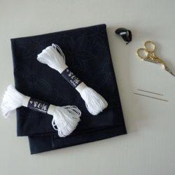 Toile pré-imprimée avec fil, dé et aiguilles pour le sashiko