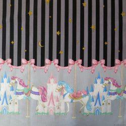 Tissu sweet lolita avec rayures noires et grises, châteaux et chevaux de manège