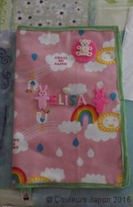 Protège-carnet de santé rose nuages et arcs-en-ciel