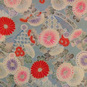 Tissu motif de chrysanthèmes sur fond bleu