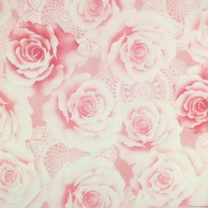 Des roses et de la dentelle