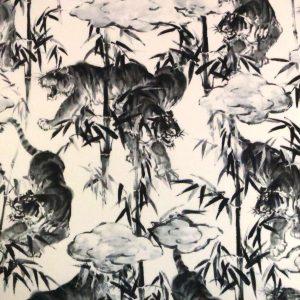 Tissu à motifs de tigres et bambous dans le style des peintures sumi-e