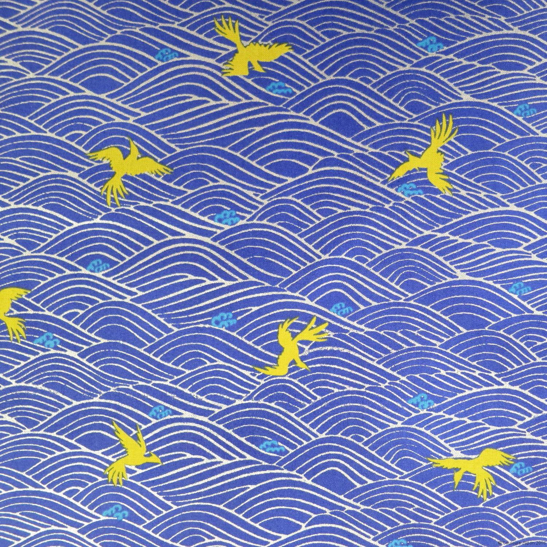 Tissu bleu outremer vagues argentées et oiseaux